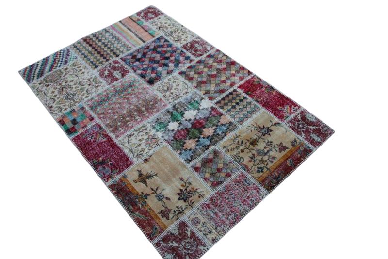 Vintage patchwork kleed no 4560    225cm x 150cm.  Gemaakt van oude kleden, incl onderkleed van katoen.