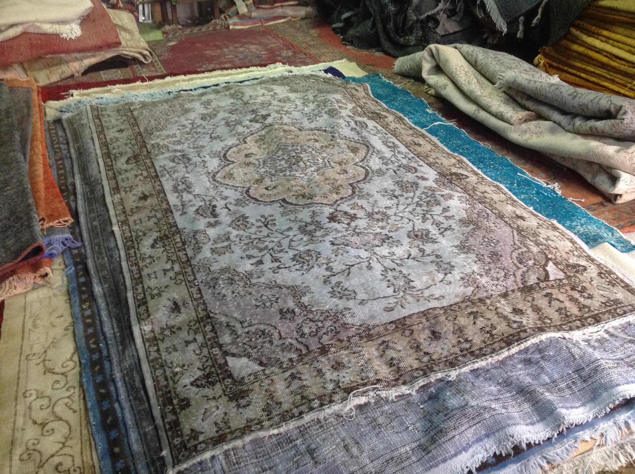 NIEUW INGEKOCHT vintage vloerkleed  uit Turkije 255cm x 166cm, no 4561 LEVERBAAR VANAF 15 DECEMBER