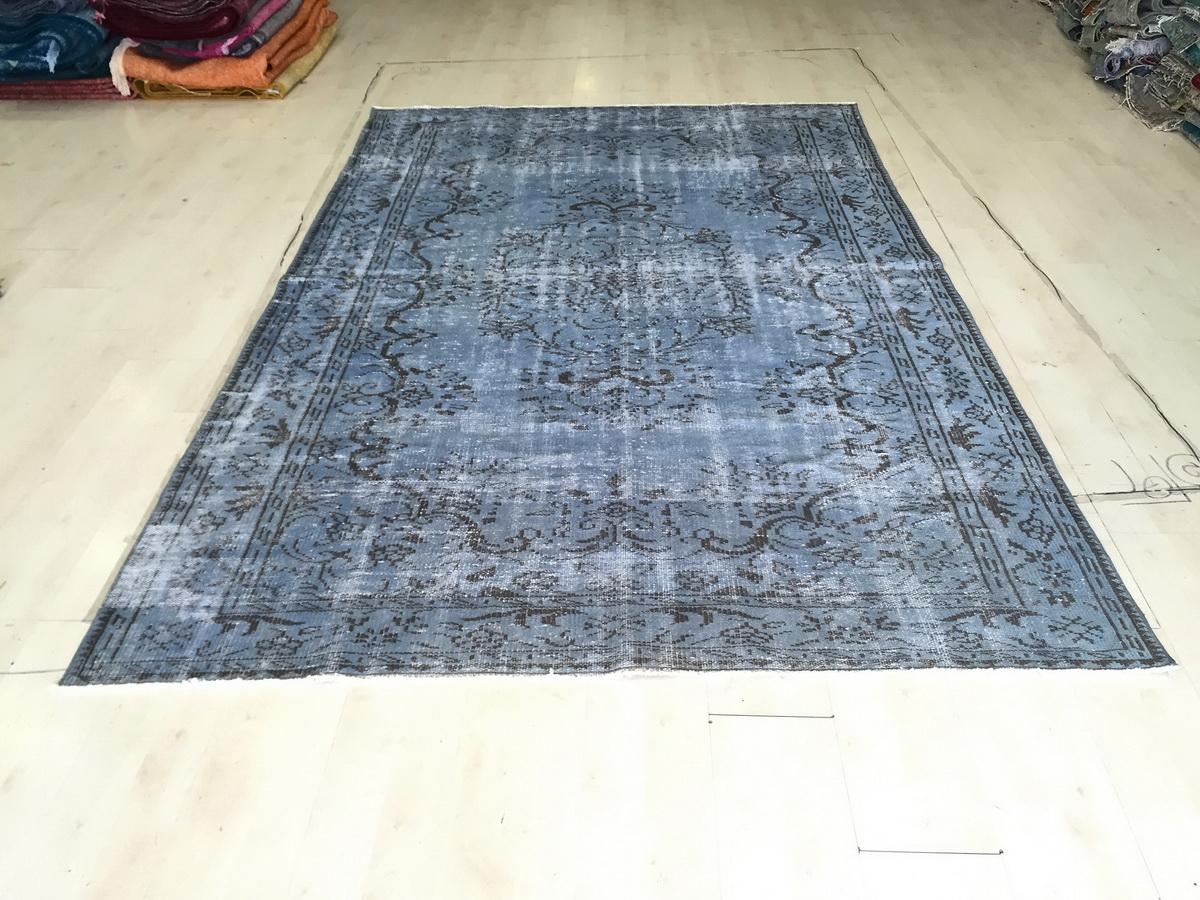 VERKOCHT Blauw vintage vloerkleed nr 4703 (287cm x 183cm)  Dit kleed wordt rond 22 augustus in Nederland verwacht