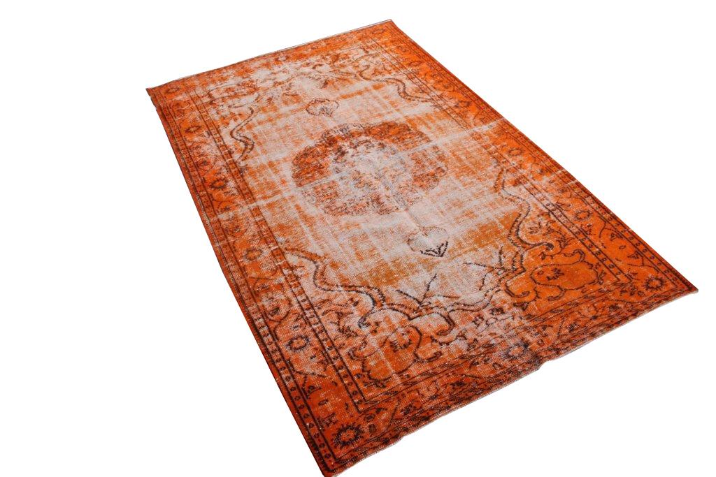 Oranje recoloured vloerkleed nr 482    (285cm x 183cm) tapijt wat een nieuwe hippe trendy kleur heeft gekregen.