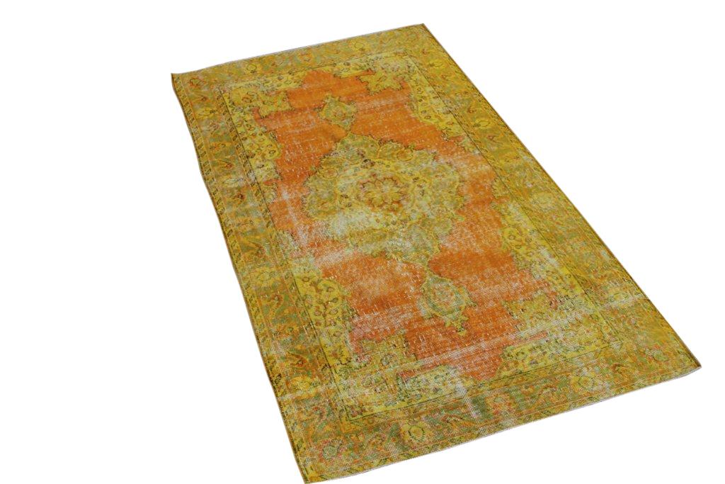 Recoloured klassiek vloerkleed nr 484 (210 cm x 120 cm) tapijt wat een nieuwe hippe trendy kleur heeft gekregen.