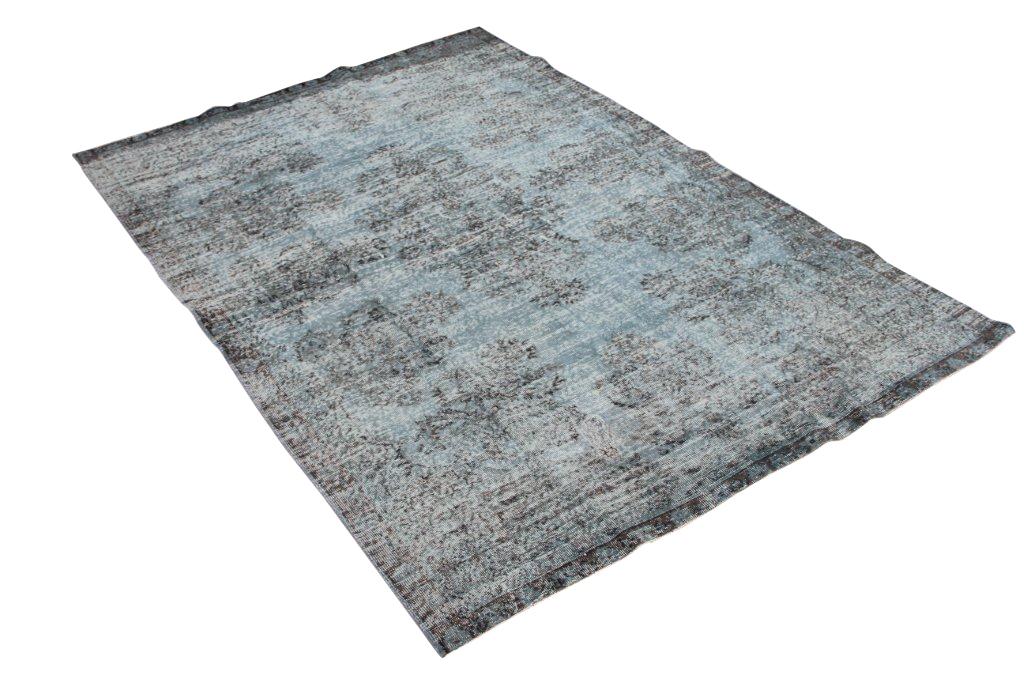 Blauw recoloured vloerkleed 486  (300cm x 200cm) Oud tapijt wat een nieuwe hippe trendy kleur heeft gekregen.