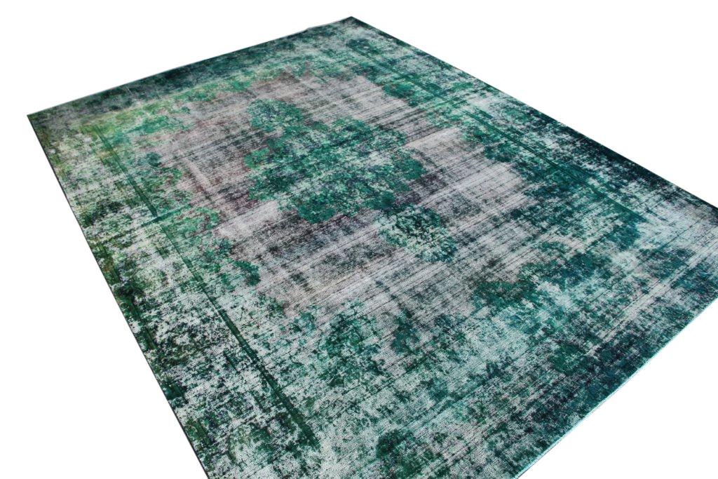 Zeegroen recoloured  vloerkleed nr 50046 (386cm x 285cm) tapijt wat een nieuwe hippe trendy kleur heeft gekregen.