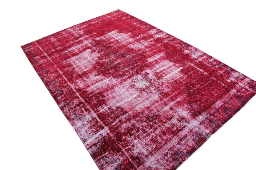Rood recoloured  vloerkleed nr 50050 (345cm x 234cm) tapijt wat een nieuwe hippe trendy kleur heeft gekregen.