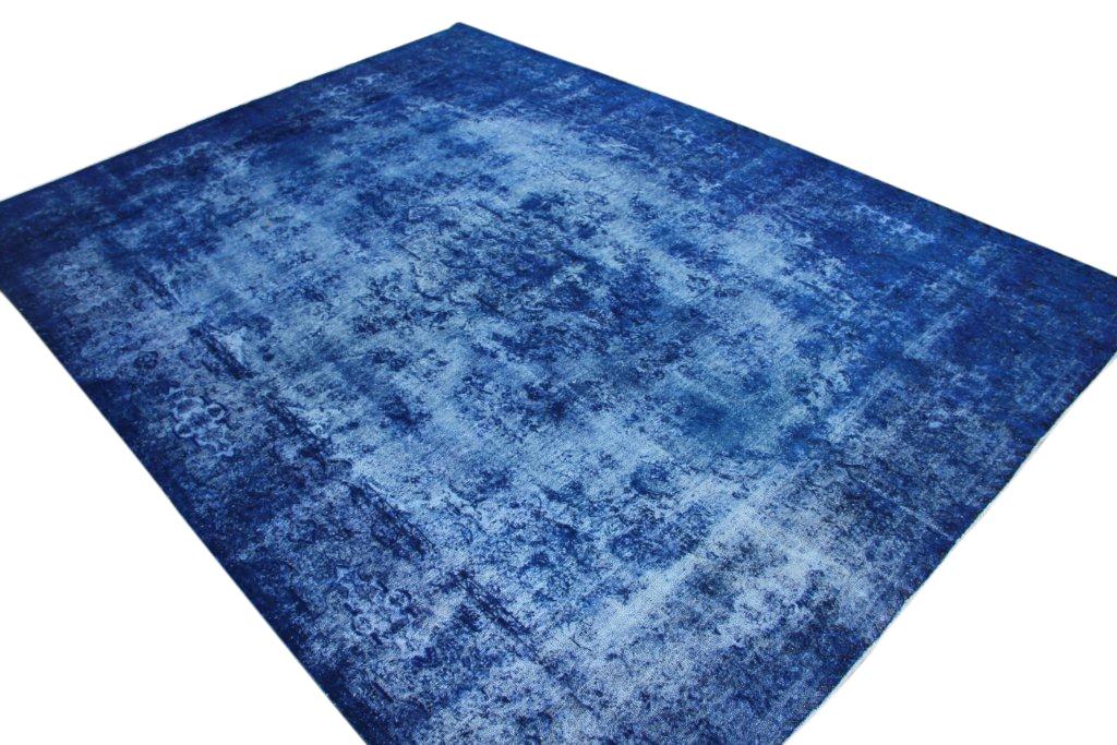 Blauw recoloured  vloerkleed nr 50058 (390cm x 290cm) tapijt wat een nieuwe hippe trendy kleur heeft gekregen.