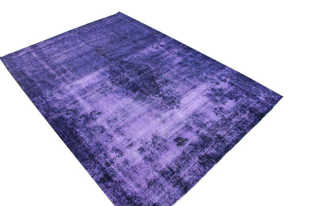 Paars recoloured  vloerkleed nr 50063 (322cm x 227cm) tapijt wat een nieuwe hippe trendy kleur heeft gekregen.