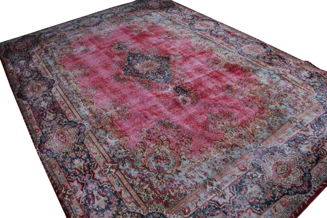 Recoloured klassiek vloerkleed nr 50088 ( 465cm x 336cm) tapijt wat een nieuwe hippe trendy kleur heeft gekregen.