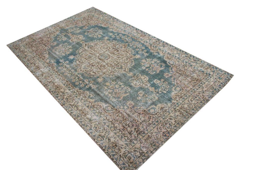 Vintage tapijt no 502 (316cm x 192cm) vloerkleed wat een nieuwe hippe trendy kleur heeft gekregen.