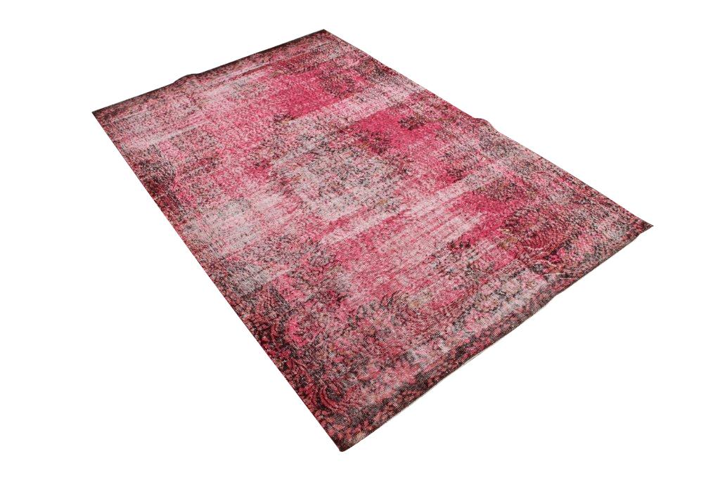 Rood recoloured vloerkleed 509  (280cm x 190cm) Oud tapijt wat een nieuwe hippe trendy kleur heeft gekregen.