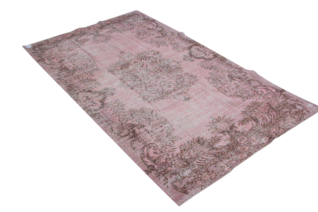 Oud roze recoloured vintage vloerkleed  510  ( 280cm x 160cm) Oud tapijt wat een nieuwe hippe trendy kleur heeft gekregen.