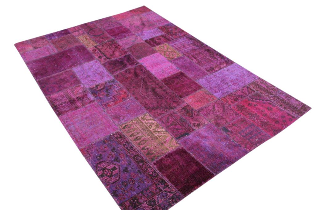 Paars cyclaam patchwork vloerkleed 301cm x 204cm, no 51212gemaakt uit oude perzen.