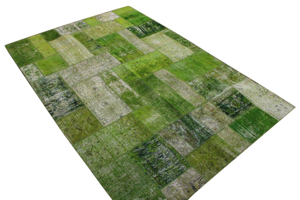 Gifgroen patchwork karpet  302cm x 207cm, no 51240 gemaakt uit oude perzen.