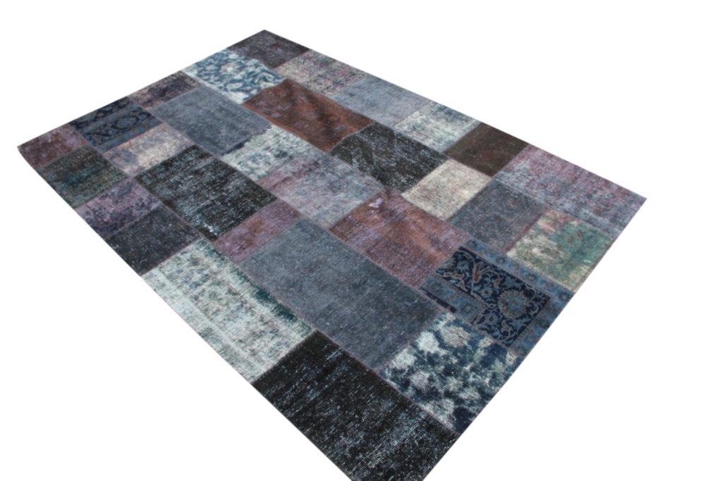 Antraciet rood en grijs patchwork kleed 302cm x 205cm, no 51244 gemaakt uit oude perzen.