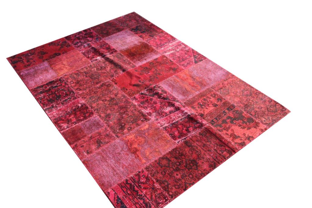 Patchwork kleed rood 244cm x 172cm, no 51252 gemaakt uit oude perzen.