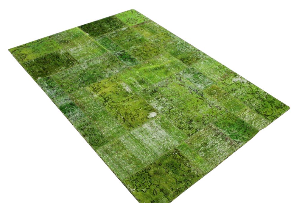 VERKOCHT gifgroen patchwork kleed  238cm x 169cm, no 51257 gemaakt uit oude perzen.