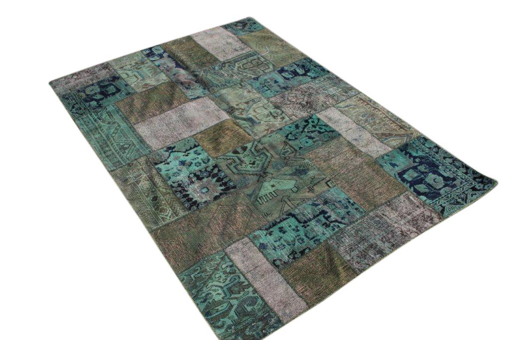 Zeegroen patchwork vloerkleed 240cm x 170cm, no 51258 gemaakt uit oude perzen.