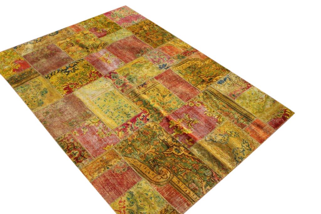 Okergeel met rood patchwork kleed  241cm x 170cm, no 51265 gemaakt uit oude perzen.