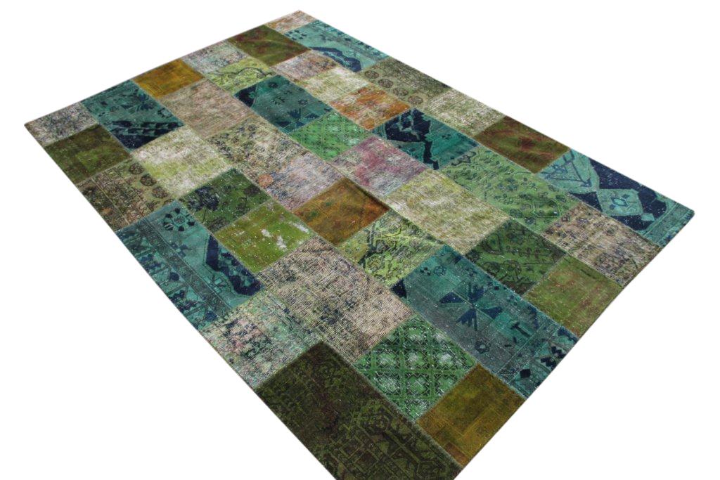 Zeegroen patchwork karpet  298cm x 210cm, no 51294 gemaakt uit oude perzen.