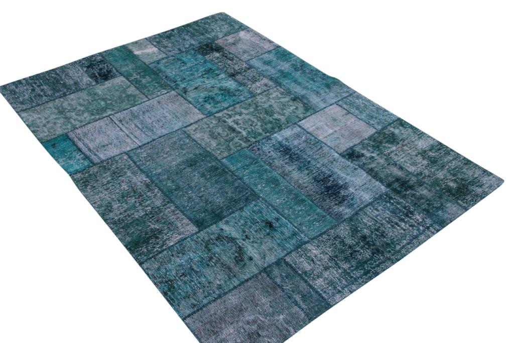 Groen patchwork kleed 241cm x 170cm, no 51295 bij dit kleed zit een draadje los.