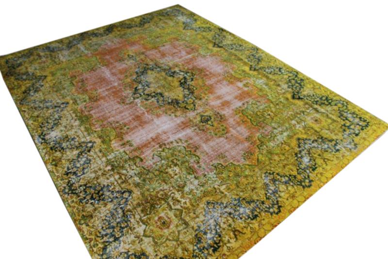 Vintage vloerkleed nr 51301 ( 369cm x 285cm)   oud vloerkleed wat een nieuwe hippe trendy kleur heeft gekregen.