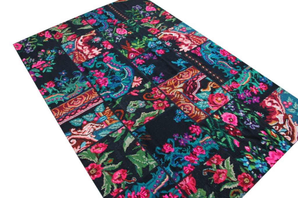 Rozenkelim Patchwork  305cm x 201cm  Let op: dit kleed laat los in het midden op twee plekken (zie foto)