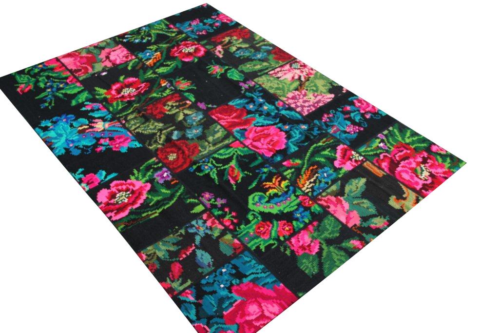 Rozenkelim Patchwork  244cm x 175cm, De naad in het midden laat los, daarom deze speciale prijs!