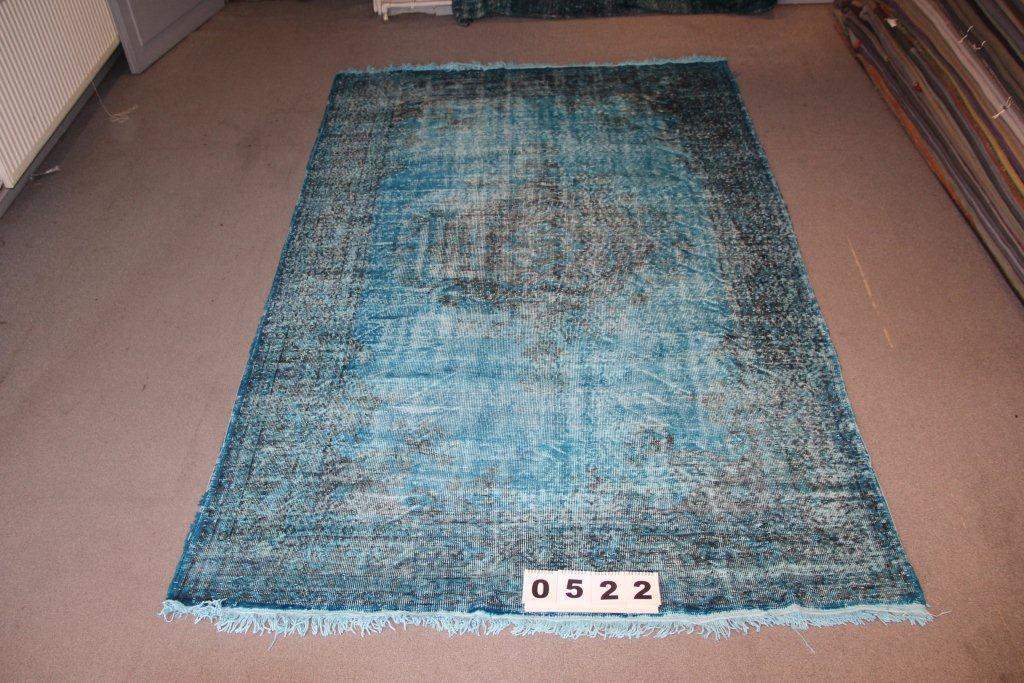 Recoloured klassiek vloerkleed nr 522 (285 cm x 190 cm) tapijt wat een nieuwe hippe trendy kleur heeft gekregen.