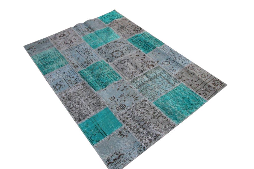 Zeegroen patchwork vloerkleed 5305D (235cm x 167cm) gemaakt van oude recoloured vloerkleden