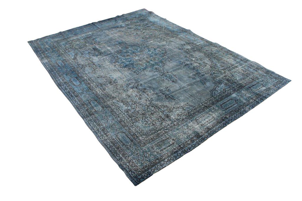 Vintage recoloured vloerkleed 143 (350ccm x 260cm) Oud tapijt wat een nieuwe hippe trendy kleur heeft gekregen.