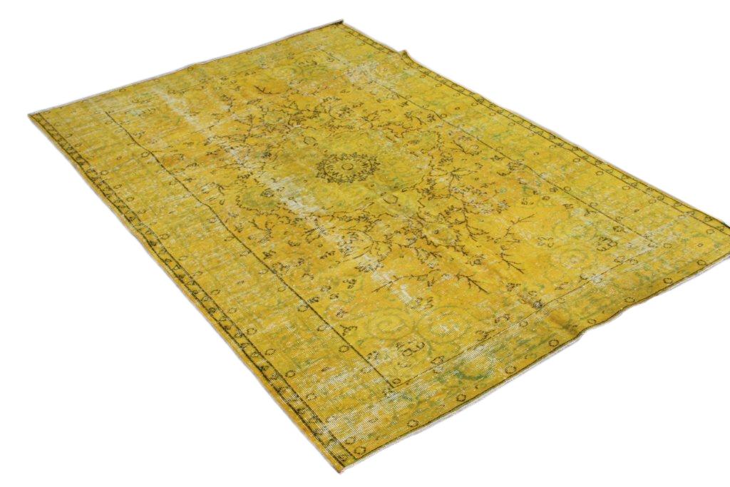 Okergeel vintage vloerkleed 535 (270cm x 183cm) Dit vloerkleed kunnen wij begin mei leveren.
