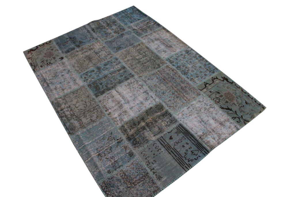 NIEUW BINNEN: ijsblauw patchwork vloerkleed uit Turkije  234cm x 170cm, no 5392