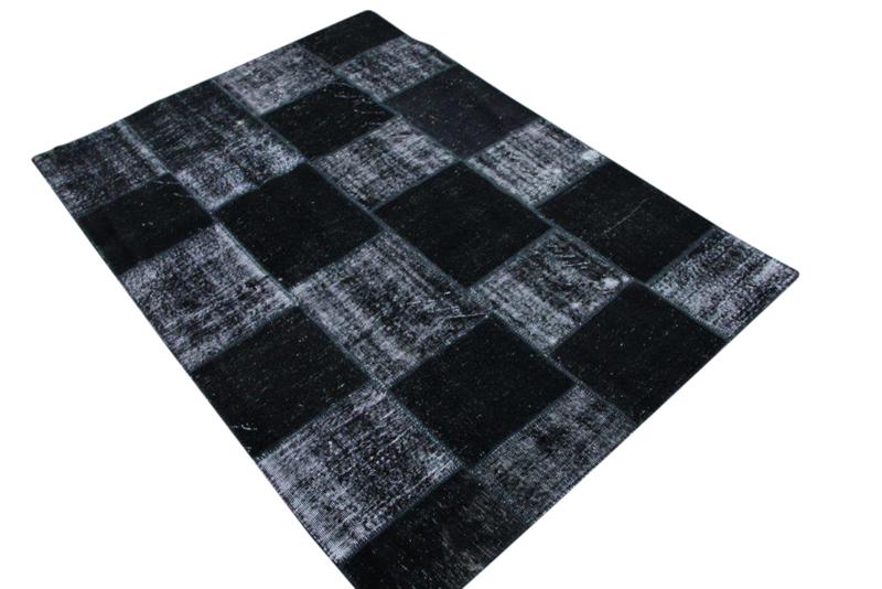 Antraciet vintage patchwork kleed no 5403    241cm x 170cm.  Gemaakt van oude kleden, incl onderkleed van katoen.