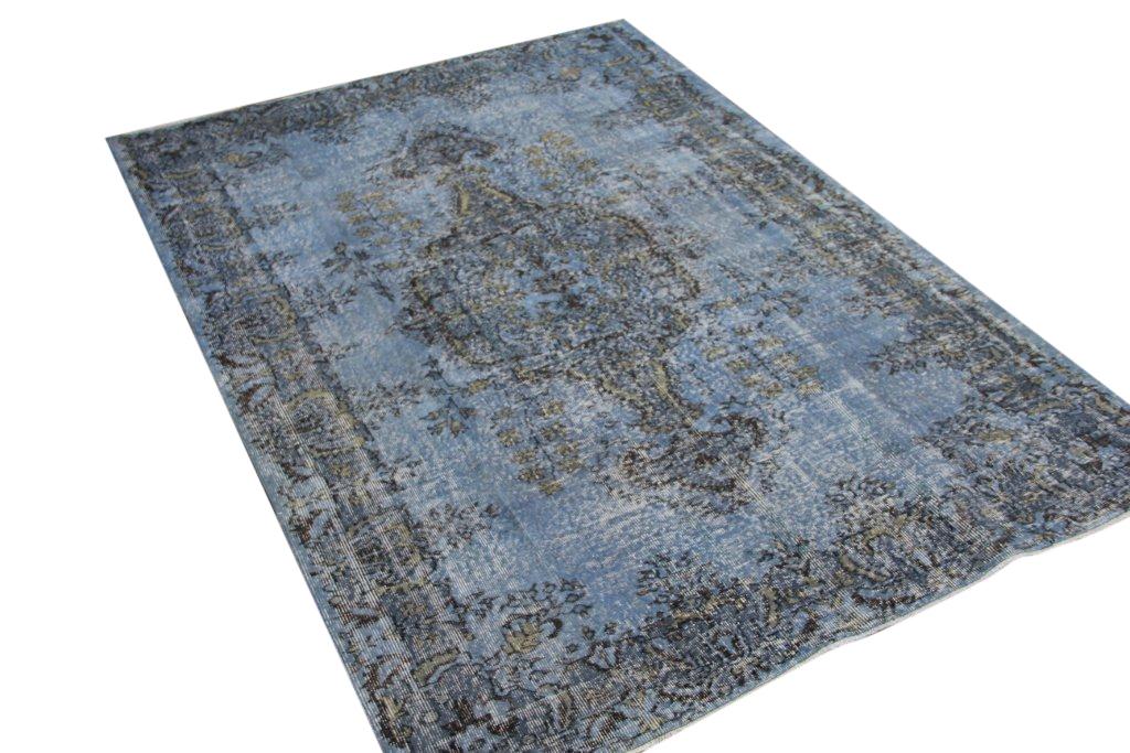 Tapijt no 541 (261cm x 179cm) vloerkleed wat een nieuwe hippe trendy kleur heeft gekregen.