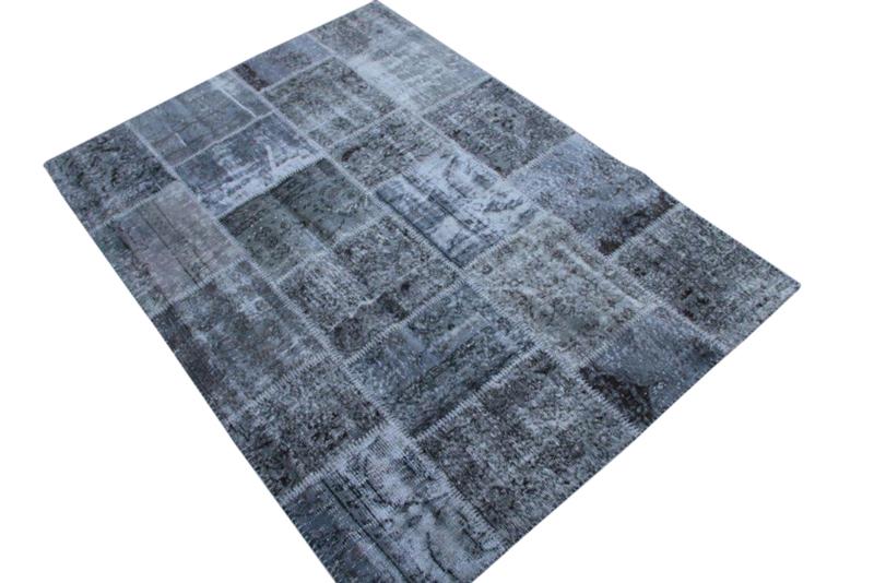 Grijs vintage patchwork kleed no 5427  235cm x 171cm.  Gemaakt van oude kleden, incl onderkleed van katoen.