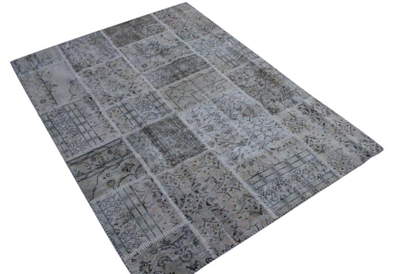 Beige vintage patchwork kleed no 5442 230cm x 170cm.  Gemaakt van oude kleden, incl onderkleed van katoen.