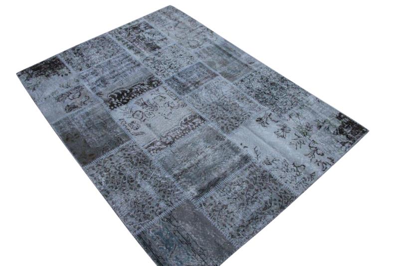 Grijs vintage patchwork kleed no 5443 230cm x 170cm.  Gemaakt van oude kleden, incl onderkleed van katoen.