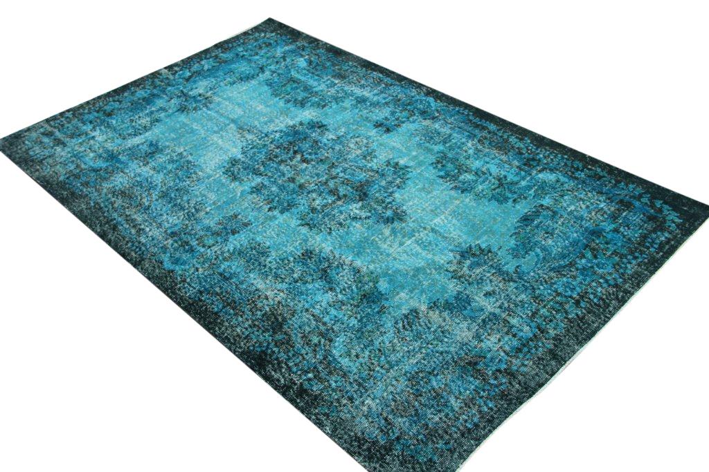 Vintage tapijt no 547 (288cm x 185cm) vloerkleed wat een nieuwe hippe trendy kleur heeft gekregen.