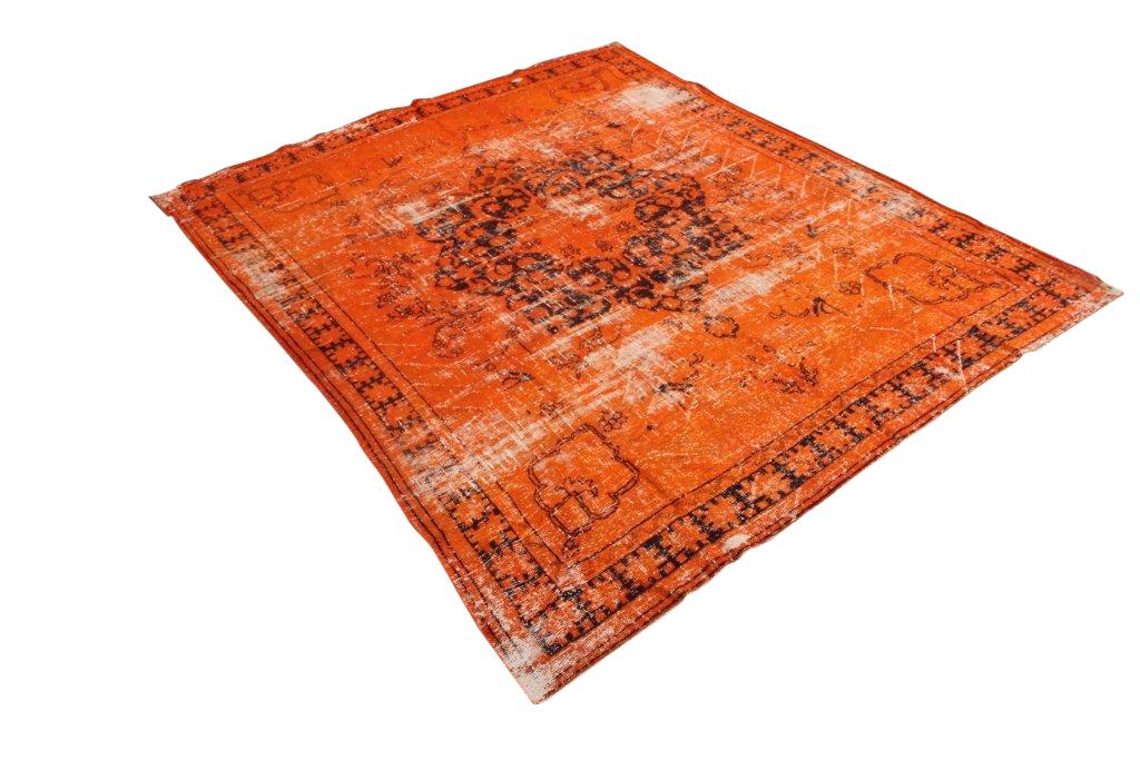 Oranje recoloured vintage vloerkleed  563   (310cm x 250cm) Oud tapijt wat een nieuwe hippe trendy kleur heeft gekregen.