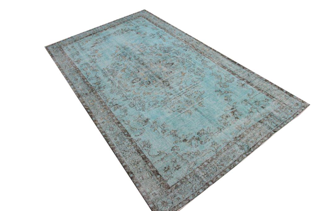 Vintage tapijt no 570 (305cm x 181cm) vloerkleed wat een nieuwe hippe trendy kleur heeft gekregen.