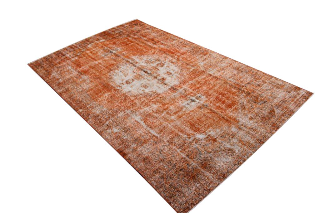 Oranje vloerkleed no 586 (332cm x 212cm) vloerkleed wat een nieuwe hippe trendy kleur heeft gekregen. VOS