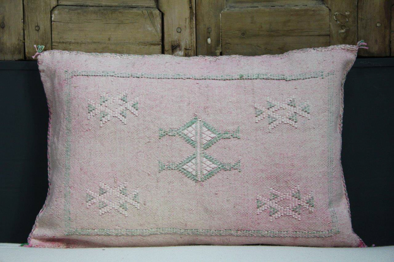 Sabra Kussen uit Marokko roze 60cm x 40cm incl vulling nr. 59698