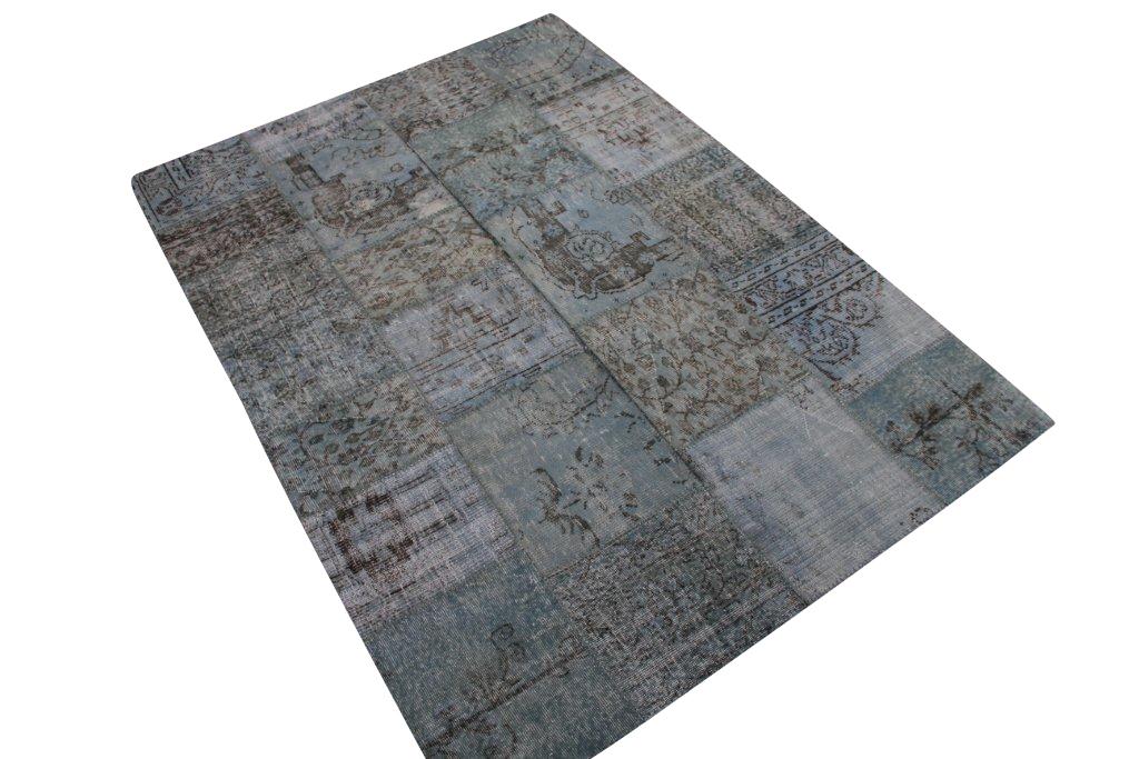 Licht blauw patchwork vloerkleed   6010  (240cm x 170cm) gemaakt van oude recoloured vloerkleden incl.onderkleed van katoen.