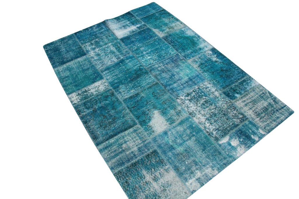 Blauw patchwork vloerkleed   6012  (240cm x 170cm) gemaakt van oude recoloured vloerkleden incl.onderkleed van katoen.