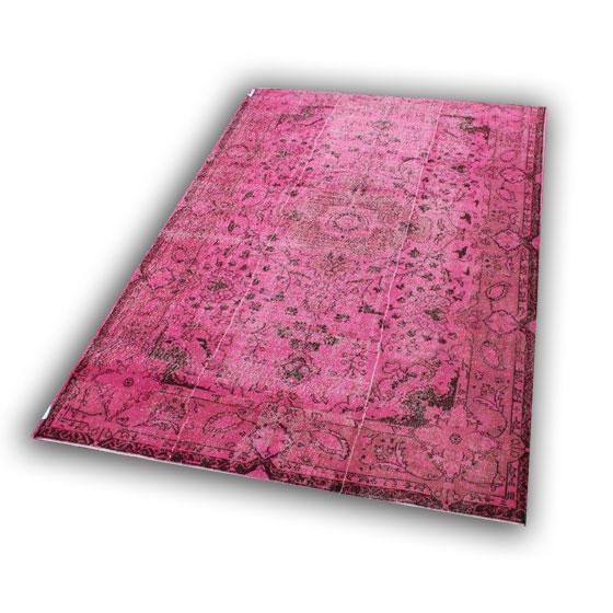 Roze vloerkleed 61 (287cm x 192cm) Dit kleed kunt u bekijken/aanaschaffen bij Silo 6 in Harderwijk.