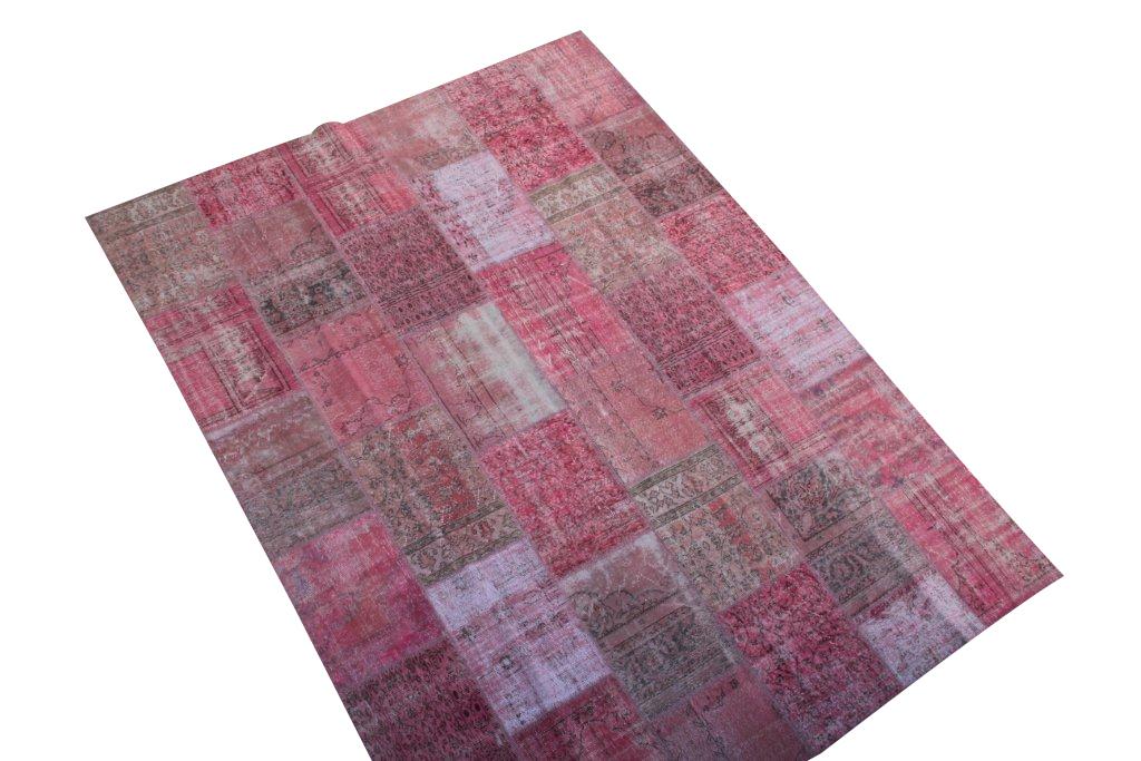 Roze vintage patchwork vloerkleed 610 (400cm x 300cm) U kunt dit kleed bij ons online bestellen maar u kunt het ook bekijken en eventueel kopen bij Vos Interieur in Groningen.