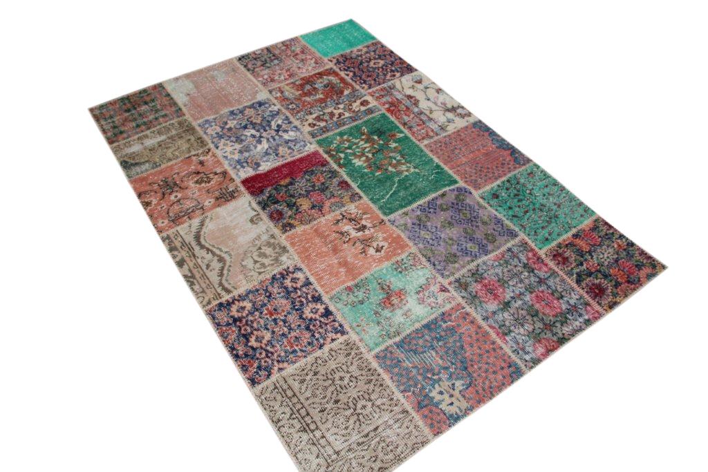 VERKOCHT   patchwork vloerkleed uit Turkije  240cm x 170cm, no 6146 VERKOCHT