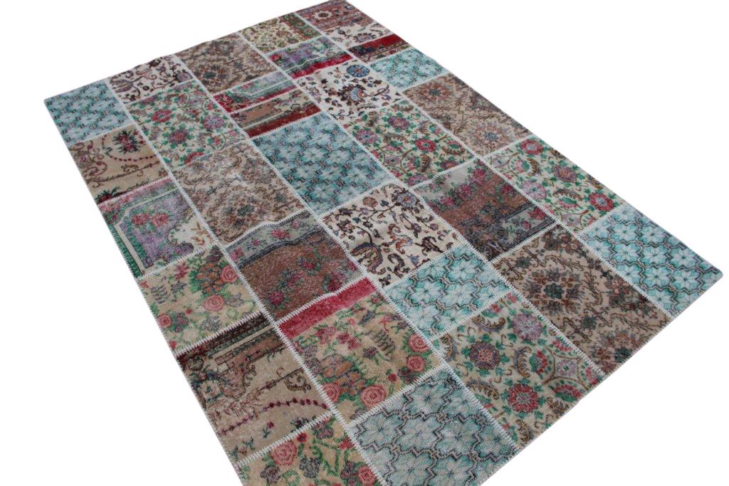 Patchwork vloerkleed gemaakt uit diverse oude kleden  300cm x 207cm, no 6213