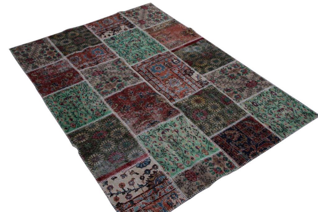 Verkocht!!!  patchwork vloerkleed uit Turkije 240cm x 170cm, no 6223 handgemaakt van oude Turkse kleden met bloemen.