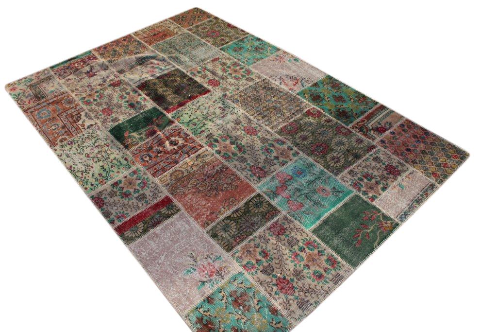 Patchwork vloerkleed uit Turkije 300cm x 200cm, no 6254 handgemaakt van oude Turkse kleden met bloemen.