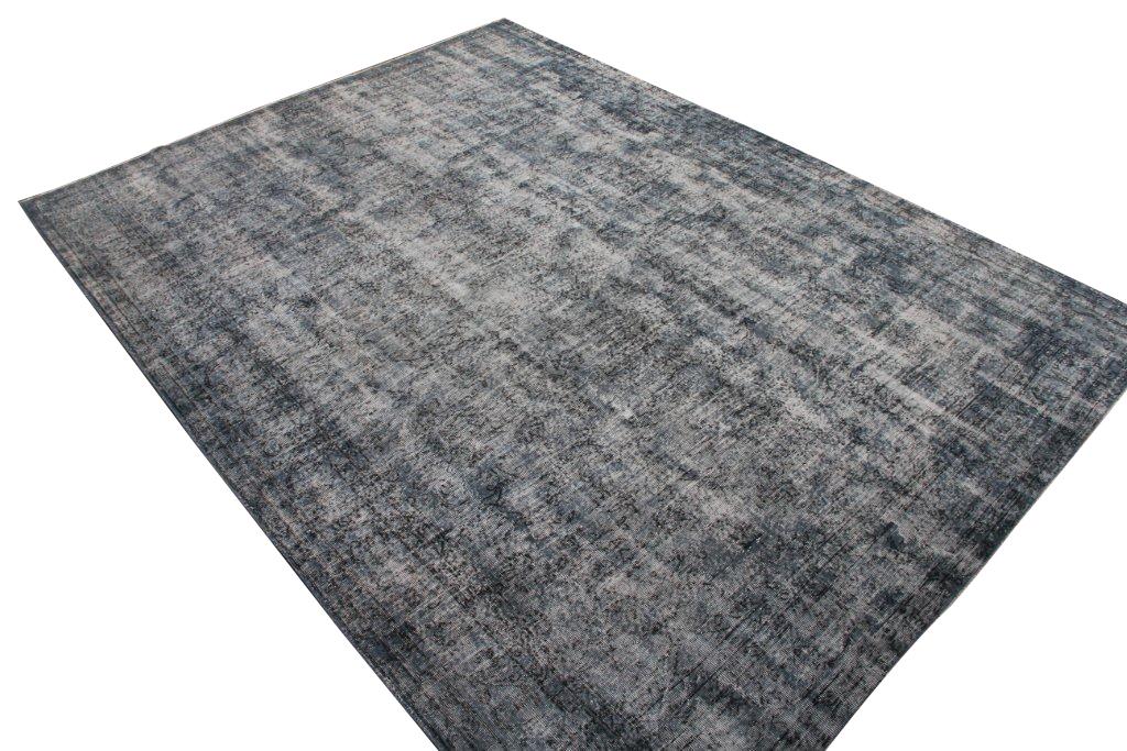 Grijs blauw recoloured vloerkleed nr 631  (363cm x 270cm) tapijt wat een nieuwe hippe trendy kleur heeft gekregen.